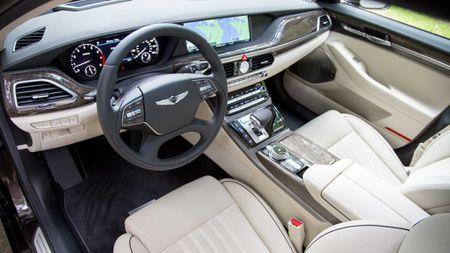 Genesis G90 co gia khoi diem tai My tu 69.050$, tuy chon AWD them 2.500$ - Anh 2