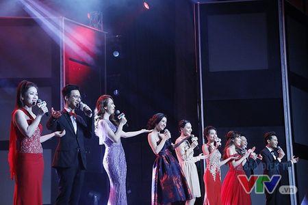 Xem lai le trao giai VTV Awards 2016: An tuong, soi dong, day loi cuon! - Anh 1