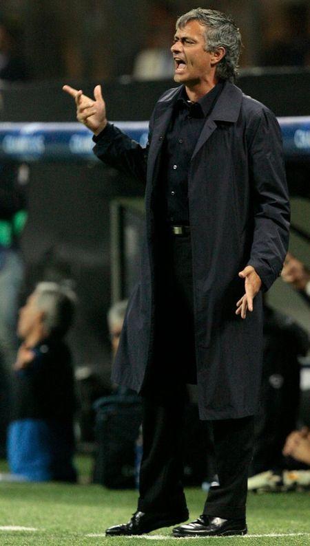 Lich su khong dung ve Mourinho truoc tran derby - Anh 2