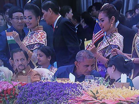Hai ong Obama - Duterte gap mat chop nhoang - Anh 1