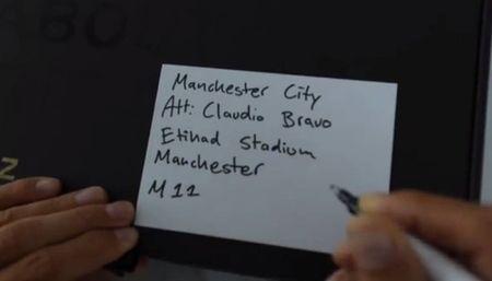 Ibrahimovic tang qua khieu chien thu mon Man City - Anh 3