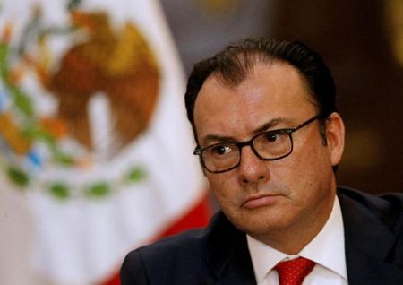Ong Trump lam bo truong Mexico mat chuc - Anh 1