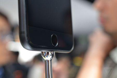 Anh va video thuc te ve bo doi iPhone 7/7 Plus - Anh 7