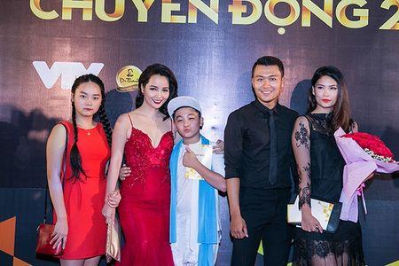 Mai Thu Huyen noi bat voi vay do - Anh 3