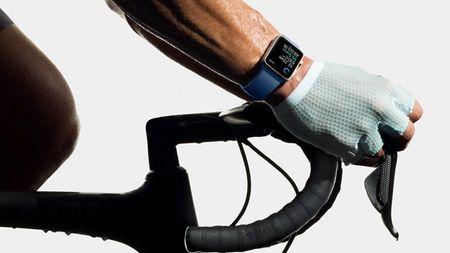 Apple mang toi Watch Series 2 kha nang chong nuoc cung tich hop GPS - Anh 1