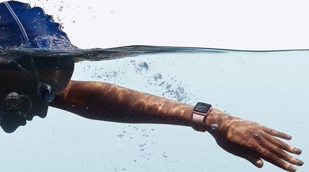 Apple mang toi Watch Series 2 kha nang chong nuoc cung tich hop GPS - Anh 2