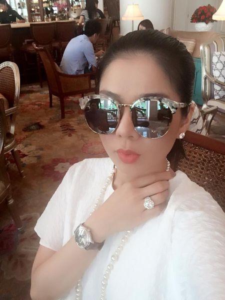 Le Quyen choi hang hieu kin tieng nhung cuc khung - Anh 13
