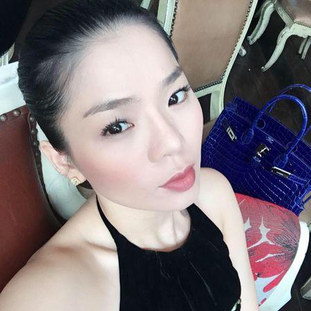 Le Quyen choi hang hieu kin tieng nhung cuc khung - Anh 1