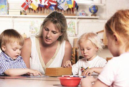 Bo sach Montessori cua 2 me Phap giup me Viet quang di noi lo hoc phi - Anh 2