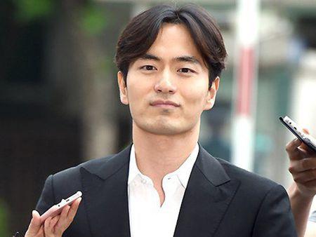 "Ngoi sao 24/7: Het dien trai, ""dai uy Yoo"" Song Joong Ki nhu ""ngo tau"" - Anh 3"
