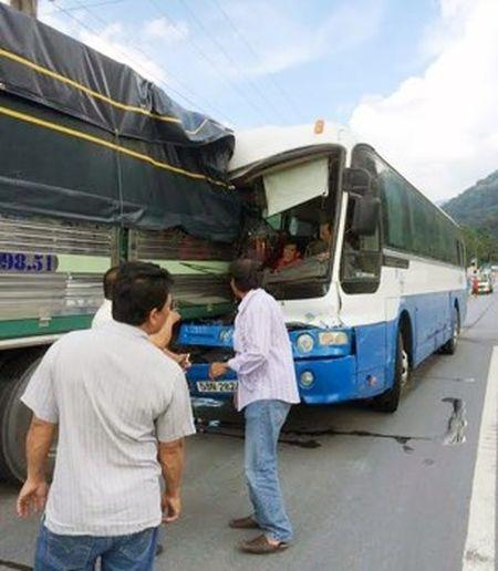 Tai xe Phan Van Bac duoc UBND tinh Lam Dong tang Bang khen - Anh 1