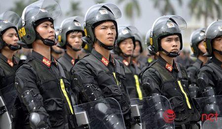 CSCD Ha Noi pho dien luc luong, xe chien dau hien dai - Anh 10