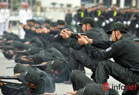 CSCD Ha Noi pho dien luc luong, xe chien dau hien dai - Anh 13