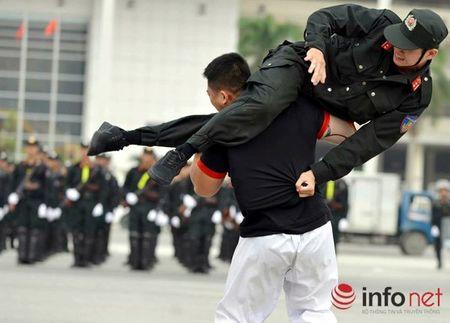CSCD Ha Noi pho dien luc luong, xe chien dau hien dai - Anh 14