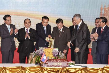 Tinh hinh Bien Dong: ASEAN - Trung Quoc cam ket cung kiem che tren Bien Dong - Anh 1