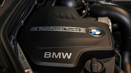 BMW X3 phien ban 100 nam, gia 2,369 ty dong tai Viet Nam - Anh 8