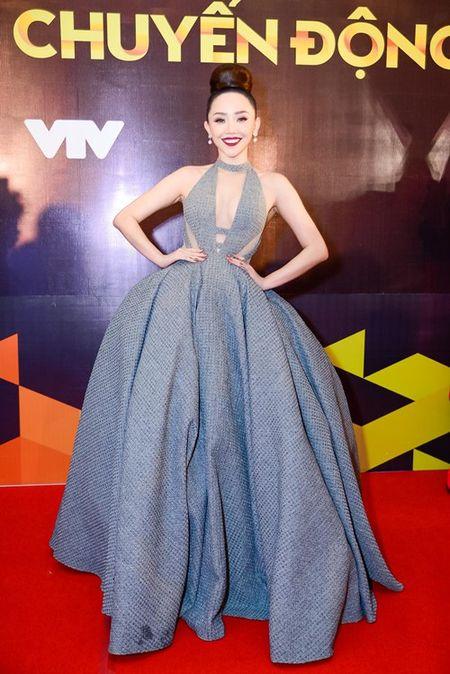 """Nha Phuong, Tran Thanh """"le bong"""" tren tham do VTV Awards - Anh 10"""