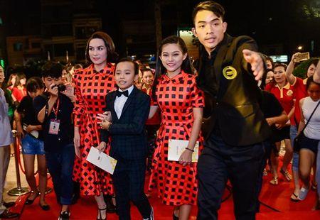 """Nha Phuong, Tran Thanh """"le bong"""" tren tham do VTV Awards - Anh 11"""