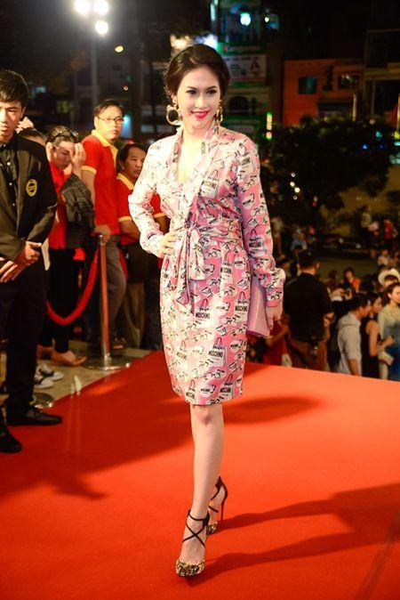 """Nha Phuong, Tran Thanh """"le bong"""" tren tham do VTV Awards - Anh 17"""