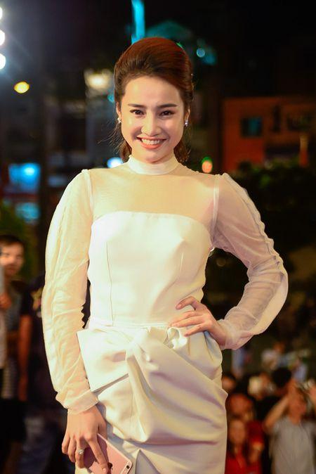 """Nha Phuong, Tran Thanh """"le bong"""" tren tham do VTV Awards - Anh 1"""