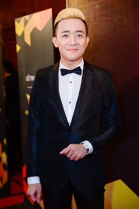 """Nha Phuong, Tran Thanh """"le bong"""" tren tham do VTV Awards - Anh 2"""