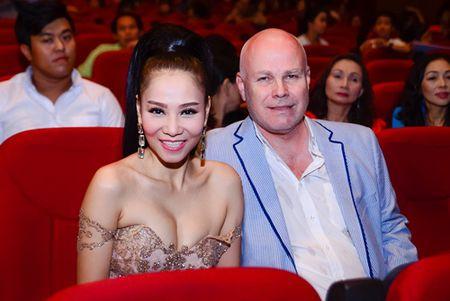"""Nha Phuong, Tran Thanh """"le bong"""" tren tham do VTV Awards - Anh 4"""