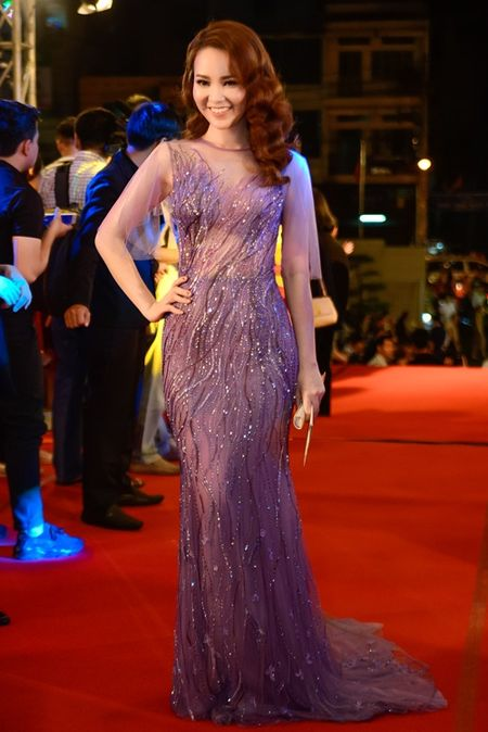 """Nha Phuong, Tran Thanh """"le bong"""" tren tham do VTV Awards - Anh 5"""