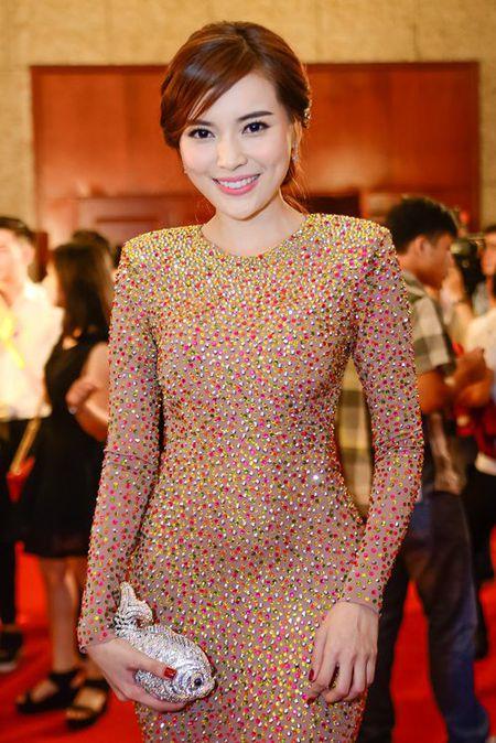 """Nha Phuong, Tran Thanh """"le bong"""" tren tham do VTV Awards - Anh 7"""