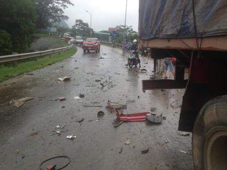 Hoa Binh: Tai nan tham khoc sau cu dam lien hoan cua container - Anh 4