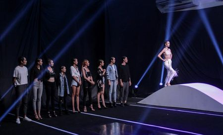 'Vietnam's Next Top Model': Top 9 thi nhau nga dau voi thu thach catwalk - Anh 5