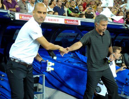 Mourinho thu san ruou de moi Guardiola sau derby - Anh 1
