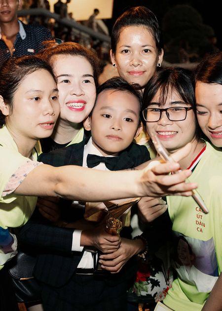 Phi Nhung xuc dong khi Ho Van Cuong doat giai VTV - Anh 9