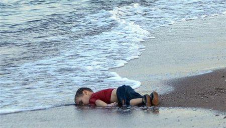 """UNICEF: 28 trieu tre em bi """"day ra duong"""" do xung dot bao luc - Anh 1"""