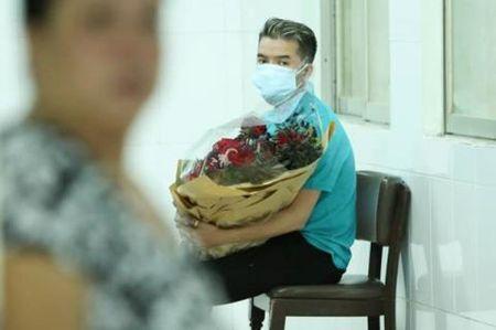 Minh Thuan da tinh tao, vui ve chao hoi dong nghiep - Anh 2