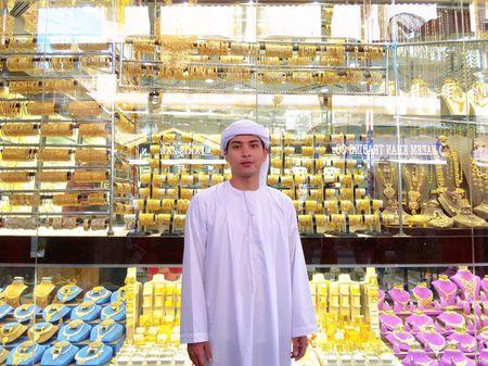 Ca si Ho Quang Hieu mo thanh ty phu dau mo o Dubai - Anh 1