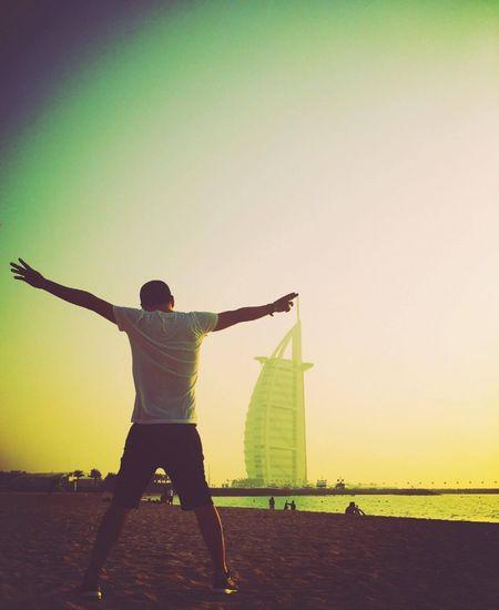 Ca si Ho Quang Hieu mo thanh ty phu dau mo o Dubai - Anh 4
