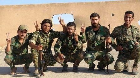Binh si Syria no duong ham, chon vui chien binh IS - Anh 1