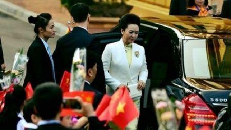 Nu cong an da tai bao ve phu nhan chinh khach - Anh 1