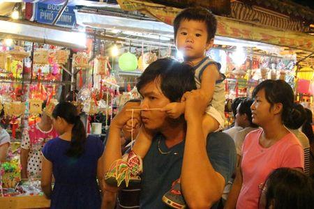 Pho den long ruc ro giua trung tam Sai Gon - Anh 10