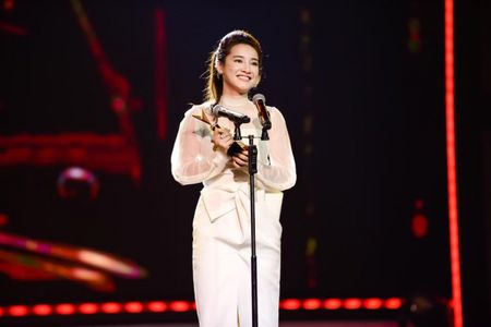 Sau VTV Awards, Nha Phuong am tham nhan giai thuong lon tai Han! - Anh 2