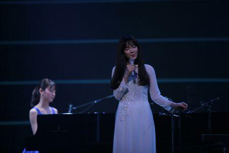 Sau VTV Awards, Nha Phuong am tham nhan giai thuong lon tai Han! - Anh 5