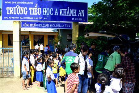 Viet kieu 'hoi hop' den truong - Anh 4