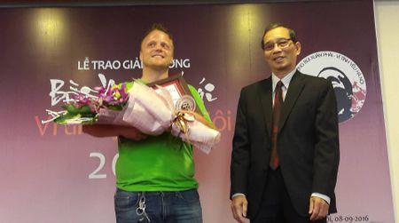 'Ong Tay moc cong' duoc vinh danh voi Giai thuong Bui Xuan Phai 2016 - Anh 1