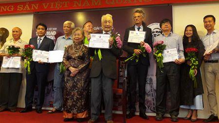 'Ong Tay moc cong' duoc vinh danh voi Giai thuong Bui Xuan Phai 2016 - Anh 2