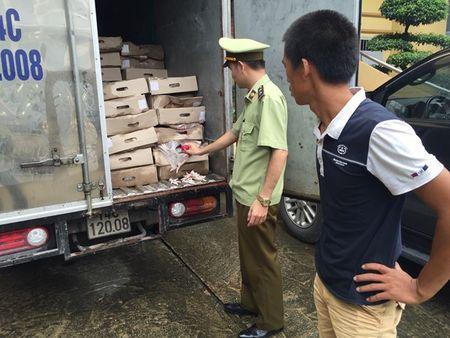 Quang Ninh: Tom gon chiec xe va chu hang mang 2,4 tan chan ga thoi di tieu thu - Anh 1