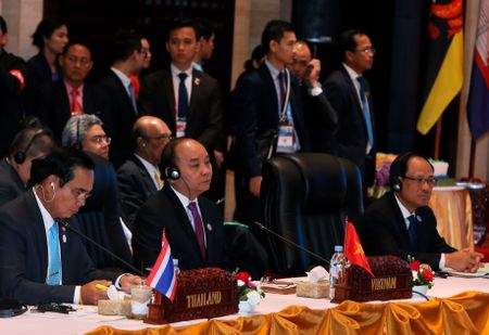ASEAN, Trung Quoc tiet giam bat dong - Anh 1