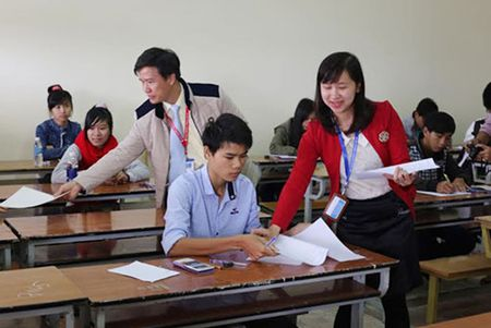 'Thay co va hoc sinh chung toi nhu nhung con chuot bach' - Anh 1
