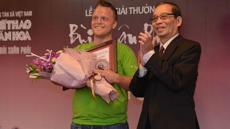 'Ong Tay nhat rac' duoc trao giai thuong Bui Xuan Phai - Anh 1