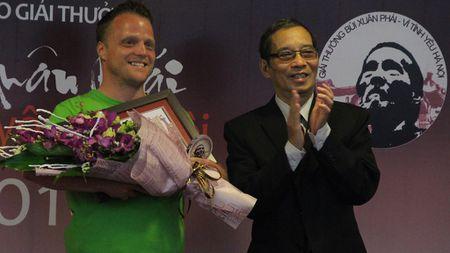 'Ong Tay nhat rac' duoc trao giai thuong Bui Xuan Phai - Anh 2