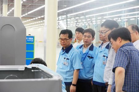 Hon 190 doi tac Viet Nam dang lam doanh nghiep ve tinh cho Samsung - Anh 1